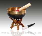 handmade_black_singing_bowls_in_india_2