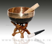 handmade_black_singing_bowls_in_india_3