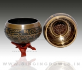 tibetan_etching_singing_bowls_in_india_1