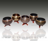 tibetan_etching_singing_bowls_in_india_3