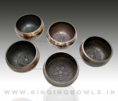 tibetan_etching_singing_bowls_in_india_8